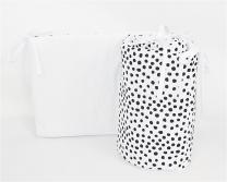 Dvostranska obroba za posteljico BELA - BELA črne pike nepravilnih oblik, 210x30 cm Largo