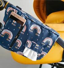 Temno modra stranska previjalna torba z vzorcem mavric za voziček